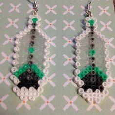 Boucles d'oreilles plumes perles à repasser par CosmoCrickets