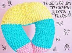 Free crochet Neck Pillow pattern from MooeyAndFriends – Baby Neck Pillow Crochet Home, Crochet Gifts, Crochet Baby, Free Crochet, Knit Crochet, Crochet Pillow Pattern, Crochet Cushions, Crochet Stitches, Crochet Patterns