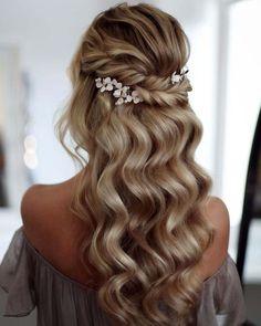 Bridal Hair Updo, Bridal Hair Pins, Wedding Hairstyles For Long Hair, Hair Comb Wedding, Elegant Hairstyles, Hairstyles For School, Vintage Hairstyles, Bridal Hairpiece, Wedding Bride