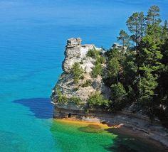 Castelo dos Mineiros, em Pictured Rocks National Lakeshore, Michigan, USA.  Fotografia: Charles Dawley.