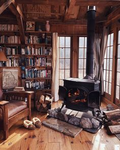 Cabin living room / library with wood-burning stove. Cozy Cabin, Cozy House, Winter Cabin, Winter Homes, Small Log Cabin, Little Cabin, Log Cabin Homes, Log Cabins, Log Home