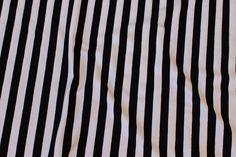 Tværstribet sort og hvid bomuldsjersey