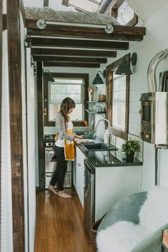 The tiny house movement isn't necessarily about sacrifice. Check out these small house pictures and plans that maximize both function and style! These best tiny homes are just as functional as they are adorable. Tiny House Movement, Tiny House Living, Small Living, Living Room, Casas Trailer, Mini Loft, Tiny Spaces, House Built, Tiny House On Wheels
