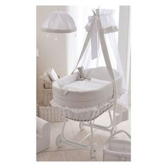 Krippenfutter - Google-Suche Baby Bedroom, Baby Boy Rooms, Baby Room Decor, Baby Bassinet, Baby Cribs, Baby Memory Quilt, Cradles And Bassinets, Baby Changing Tables, Baby Baskets