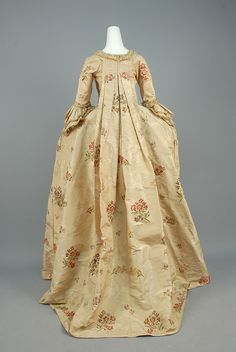 LOT 524 BROCADE SILK ROBE a la FRANCAISE, FRENCH, 1750 - 1775. - whitakerauction