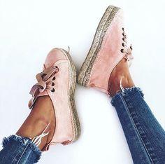 Billige espadrille sko -> fjern stof -> nyt, evt velour, imiteret ruskind eller andre spændende stoffer.