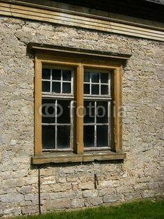 Fenster eines Nebengebäudes des Gut Niederbarkhausen in Asemissen bei Leopoldshöhe in Ostwestfalen-Lippe