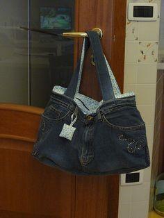 fa977ae0ff Ecco la borsa jeans, fatta con un paio di vecchi jeans, premetto che non