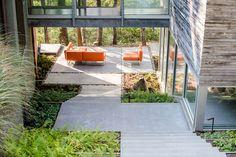 modern_courtyard_bridge_anna_boeschenstein.jpg