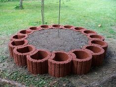 Old bricks were skilfully used for a screen & Wohnaccessoires Flower Pot People, Backyard Trees, Cement Crafts, Old Bricks, Front Yard Landscaping, Raised Garden Beds, Beautiful Gardens, Flower Pots, Garden Design