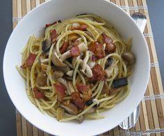 Spaghetti Aglio Olio With Bacon and Mushrooms Olive Oil Pasta, Aglio Olio, Pasta Recipes, Bacon, Spaghetti, Stuffed Mushrooms, Simple, Ethnic Recipes, Easy