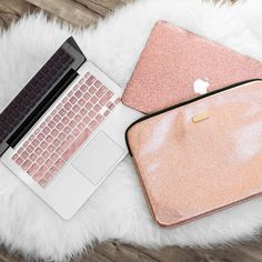 Save OVER 15% when you bundle the Laptop sleeve, Macbook Case, and keyboard cover together. + Includes: Rose Gold Laptop Sleeve, Sleek Leather Rose Gold Glitter Macbook Case, Rose Gold Keyboard cover + Colors of the Macbook case and laptop sleeve may slightly differ + Please note: we have updated this bundle and it now comes with our PU Leather Glitter Case. Email us at support@embrishop.com with questions or concerns.