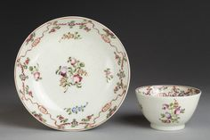 New Hall. Tea bowl and saucer, c.1782-1790. In the collections of the V&A. View 1.