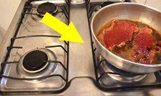 Cansada de limpar o fogão grudado de óleo? Descubra, na matéria, um truque incrível para fazer fritura sem sujar o fogão e que o óleo respingue em você: