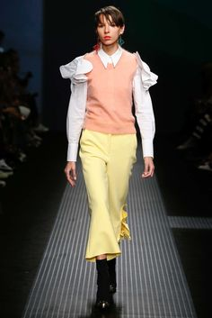 See all the Collection photos from MSGM Autumn/Winter 2015 Ready-To-Wear now on British Vogue 2015 Fashion Trends, Fashion Week 2015, 2015 Trends, Big Fashion, Fashion Show, Autumn Fashion, Fashion Design, Milan Fashion, Color Blocking Outfits