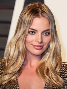 Insanely gorgeous golden blonde hair. Looks so beautiful with her hazel / green eyes Margot Robbie / Balayage / Warm Skin / Highlights / Summer