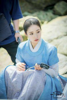 Korean Traditional, Traditional Outfits, Korean Beauty, Asian Beauty, Full Body Gym Workout, Shin Se Kyung, Kdrama, Korean Star, Korean Actresses