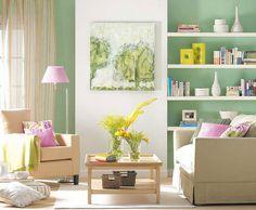 Продуманный интерьер гостиной с оригинальной картиной
