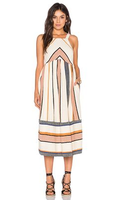 The gorgeous Bloom Dress invokes dreamy desert hues in a flatting cut that is a definitely fave - get even more style and shopping inspiration on http://jojotastic.com/shop-my-favorites/