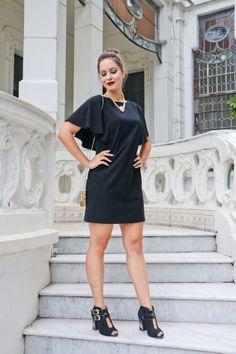 A marca Tanara e Jú Goes indicam o vestido com corrente grossa e unkle boot levemente étnica http://vilamulher.com.br/moda/estilo-e-tendencias/look-com-unkle-boot-com-estampa-etnica-14-1-32-2965-e-149.html