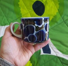 Arabia Finland Saara Coffee Cup Coffee Cup Design, Iron Oxide, Porcelain Ceramics, Finland, Stoneware, Coffee Cups, Pattern Design, Hand Painted, Mugs