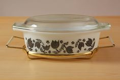 vintage-pyrex-black-tulip-promotional 1 1/2 qt with stand