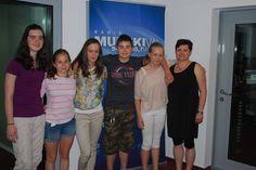 V Malem radiu so naše gostje mlade filmarke z osnovne šole Gornji Petrovci z mentorico in producentko filma Merci Bien, Šenavle, Bojano Keršič Ružič.