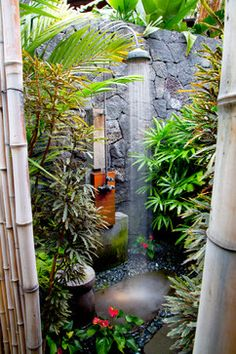 Exterior showers are simple improvements to modern yard layouts Outside shower design can happen a wonderful focal point of your yard decorating, consisting of intense color, sensible framework, un… Outdoor Baths, Outdoor Bathrooms, Luxury Bathrooms, Indoor Outdoor, Outdoor Spaces, Outdoor Living, Outdoor Decor, Rustic Outdoor, Outdoor Stone