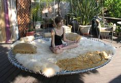 frommoon2moon: Floating meditation Bed. (I have a small trampoline sitting in the garage. Inspired for indoor space!)