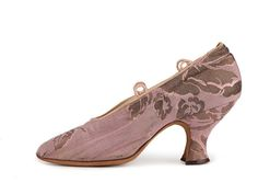early 1900s Pink and gold metallic brocade pumps with pointed toe, Louis heel a topline for ribbon ties, kid lining.