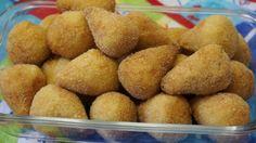 Receita de Coxinha com recheio de frango. Enviada por Jaqueline Gomes e demora apenas 60 minutos.
