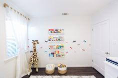 Love they way she carried the pattern horizontally on the wall - unique! #baby