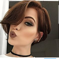 Today we have the most stylish 86 Cute Short Pixie Haircuts. We claim that you have never seen such elegant and eye-catching short hairstyles before. Pixie haircut, of course, offers a lot of options for the hair of the ladies'… Continue Reading → Formal Hairstyles For Short Hair, Short Hair Cuts For Women, Hairstyles Haircuts, Cool Hairstyles, Pixie Haircuts, Pelo Pixie, Hair Looks, New Hair, Hair Inspiration