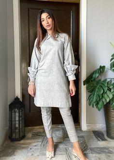 Pakistani Fashion Casual, Pakistani Dresses Casual, Pakistani Dress Design, Casual Dresses, Party Wear Indian Dresses, Indian Fashion Dresses, Indian Designer Outfits, Stylish Dress Book, Stylish Dresses For Girls