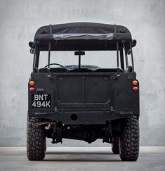 1979 Land Rover Defender Series 3 'Blacked Out' Landrover Defender, Defender 90, Land Rover Serie 3, Classic Trucks, Classic Cars, Jeep Scout, 4x4, Safari, Car Wheels