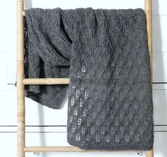 Susanne Gustafsson has some beautiful free knitting and crochet patterns on her website. For baby, children and adults. This shawl is particularly lovely. [will need to translate for English] Knitting For Charity, Knitting For Kids, Free Knitting, Drops Design, Crochet Stitches Patterns, Knitting Patterns, Rowan Felted Tweed, Lace Scarf, Tejidos