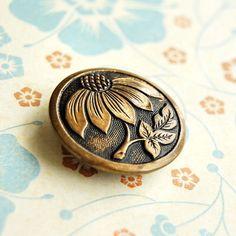 Daisy Brass Metal Vintage Button