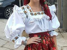 White Shorts, Ruffle Blouse, Costumes, Popular, Traditional, Beautiful, Women, Fashion, Aprons