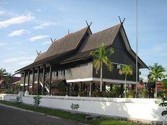 Rumah Betang (Rumah Adat Kalimantan Tengah)