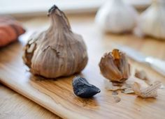 """Quand l'ail noir tunisien """"Smoushi"""" fusionne avec le chocolat """"Mains d'Or"""" Seasoning Mixes, Garlic, Spices, Herbs, Vegetables, Or, Occasion, Dressings, Lifestyle"""