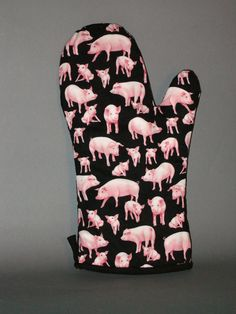 PIG oven mitt, via Etsy. This Little Piggy, Little Pigs, Pig Kitchen Decor, Kitchen Ideas, Piggly Wiggly, Mini Pigs, Flying Pig, Cute Pigs, Pink