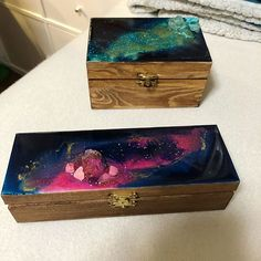 Art_By_SDS (@art_by_sds) • Instagram-Fotos und -Videos Resin Art, Wooden Boxes, All Art, Decorative Boxes, Videos, Cover, Artist, Instagram, Style