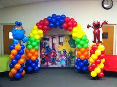 Sesame Street theme Elmo First Birthday, Second Birthday Ideas, Kids Birthday Themes, Boy Birthday Parties, Birthday Balloons, Sesame Street Party, Sesame Street Birthday, Elmo Party, Mickey Party