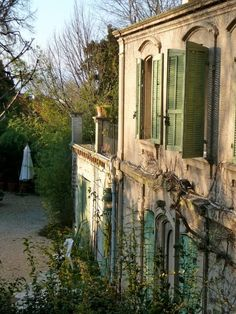 CURB APPEAL – another great example of beautiful design. Shutters, Provence, France photo via debbie. Beautiful Homes, Beautiful Places, Green Shutters, Rustic Shutters, Italian Villa, French Country House, Country Homes, Country Farmhouse, Country Living