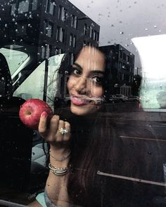 Emeraude Toubia behind the scenes of 'Shadowhunters'