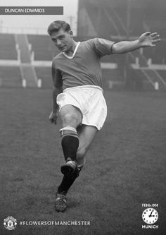 Duncan Edwards, aged Shining light, one of the greatest players ever to wear the MUFC shirt. Manchester United Wallpaper, Manchester United Legends, Official Manchester United Website, Manchester United Football, Munich Air Disaster, Duncan Edwards, Man Utd Fc, Sharon Jones, Daisy