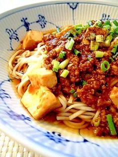 「テレビで紹介されました★冷・熱!麻婆豆腐麺!!」辛めにしたい場合は豆板醤を小さじ2にして下さい。テンメンジャンもお好みで調整して下さい。麻婆豆腐は3人分位あります。【楽天レシピ】