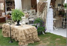 check out this gorgeous table cover!..going to make this baby