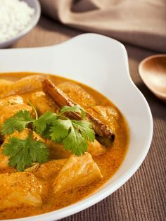 noix de coco rapée, Poissons, lait de coco, citron, couteau, lait, yaourts, curry, ail