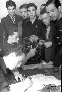 SEGUNDA GUERRA MUNDIAL - DIVISIÓN AZUL: Madrid, junio-julio de 1941.- Voluntarios alistándose en la División Azul.- Efe/jt
